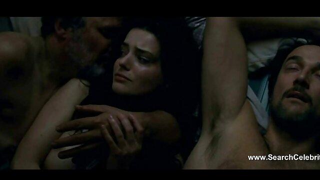 Anoreksichka فیلم خفن سکس خارجی در شلوار زرد ، سینه هایش را چروک می کند و آن را در دهان هل می گیرد و سپس روی فلفل صعود می کند